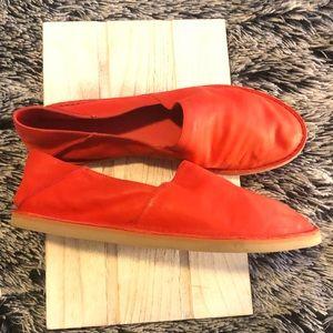 VINCE Kia leather flats orange size 8
